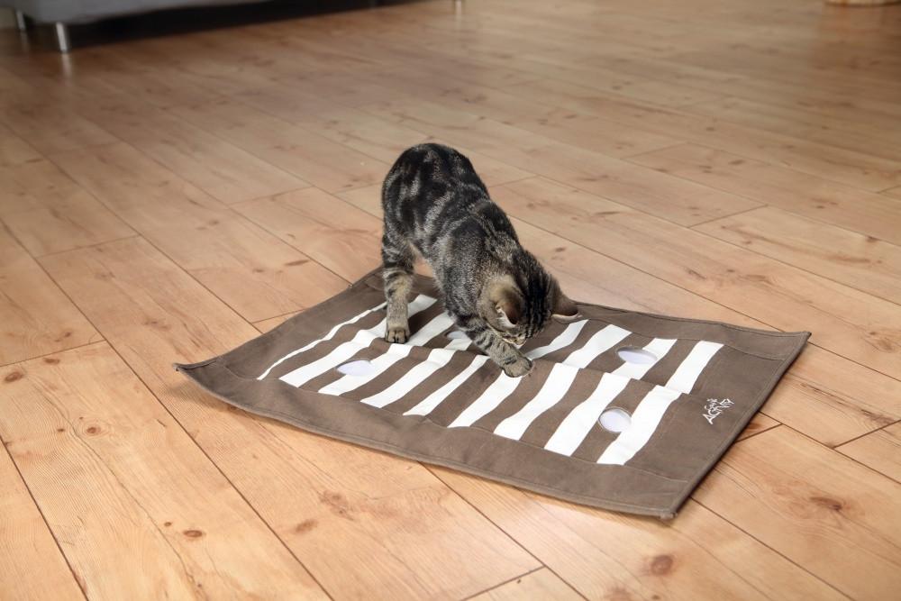 Trixie TX-46005 Cat Activity - ігрова підстилка для кішок з отворами