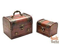 Набор старинных деревянных сундуков