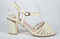 Босоножки на среднем каблуке Bigrope нежный цвет