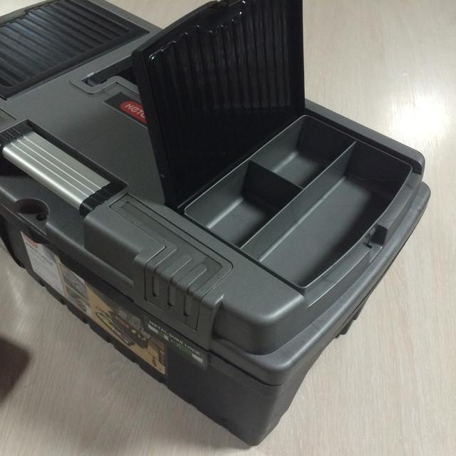 Органайзер в ящике для инструментов Keter Hammer 22