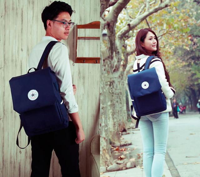 Девушка и парень с синим рюкзаком Akarmy