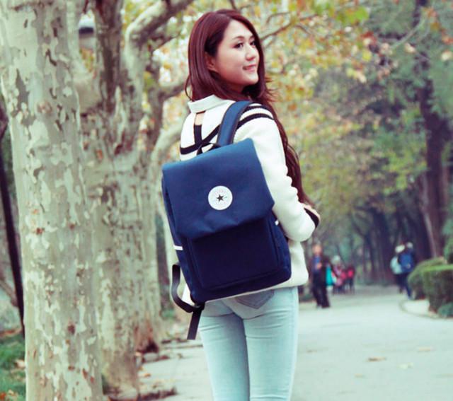 Девушка с синим рюкзаком Akarmy