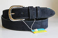 Замшевый ремень на джинсы и брюки 40 мм синий цвет прошитый белой ниткой хромовая  серебряная пряжка