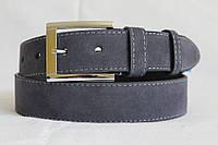 Замшевый ремень на джинсы и брюки 40 мм серого цвета прошитый серой ниткой пряжка хромированая серебряная