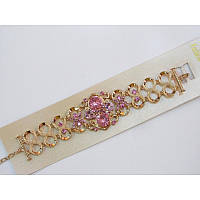 Старинные мотивы, массивность и загадочные узоры - ультра модный браслет с камнями нежно-розового цвета