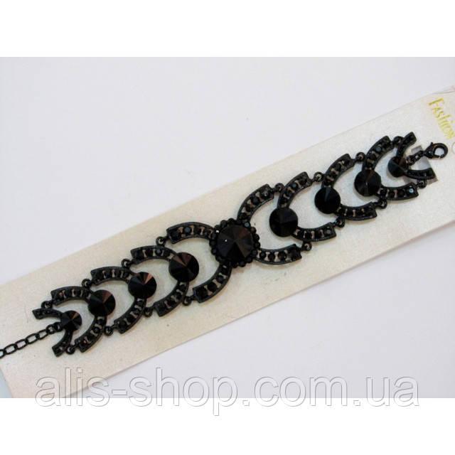 Массивность и загадочные узоры - ультра модный браслет с камнями серо-лавандового цвета