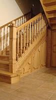 Ясеневая лестница с филенками на бетонном каркасе