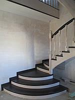 Деревянная лестница в американском стиле