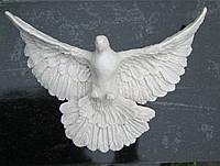 Декор на памятник Голубь из полимера