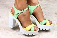 Кожаные босоножки на каблуке с белой подошвой, фото 1