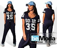 Модный женский комбинезон в спортивном стиле с рисунком на груди темно-синий