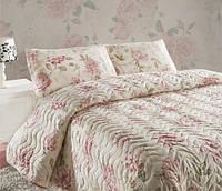 Стеганное покрывало на кровать с наволочками Care розовое 200*220