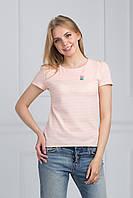 Персиковая летняя футболка с круглым вырезом и украшением на груди
