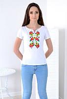 Элегантная футболка с красочной симметричной вышивкой