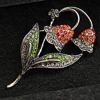 [35/60 мм] Брошь темный металл Цветы с листиками со стразами красного и зеленого цвета