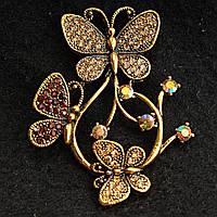 [45/60 мм] Яркая Брошь медного цвета бабочки , сидящие на цветке, украшенная камнями золотистого и янтарного цвета