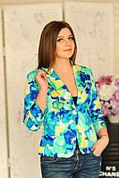Стильный летний женский пиджак с ярким принтом
