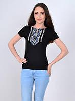 Модная футболка с орнаментом
