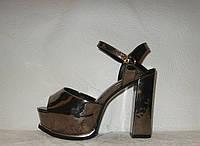 Босоножки стильные женские на толстом каблуке цвета металлик