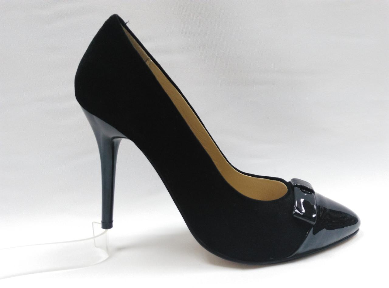 Чорні нарядні замшеві туфлі Егіѕѕеѕ на шпильці . Маленькі розміри.