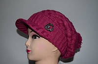 Женская шапка с козырьком