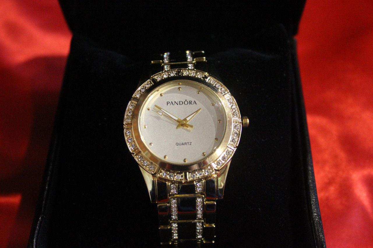 509c1a3f9708 Женские наручные часы PANDORA ( Пандора ) золотой браслет корпус белый  циферблат по браслету стразы -