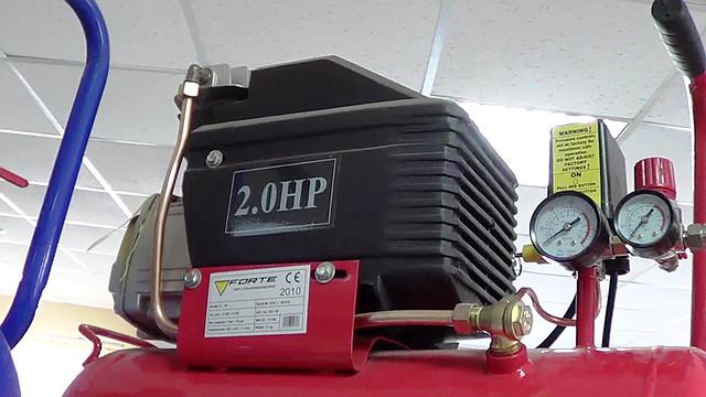 Поршневой компрессор Forte FL 25 ― двигатель