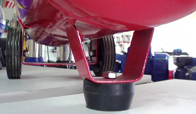 Поршневой компрессор Forte FL 25 ― опорная ножка