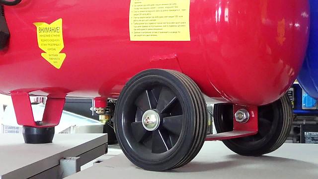 Поршневой компрессор Forte FL 25 колеса