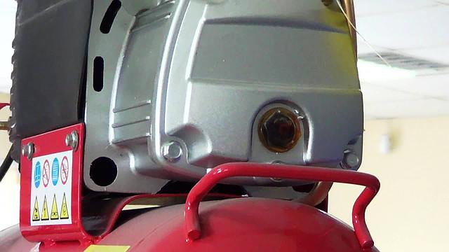 Поршневой компрессор Forte FL 25 ― уровень масла