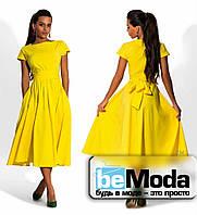 Классическое женское платье средней длины с бантом на талии желтое