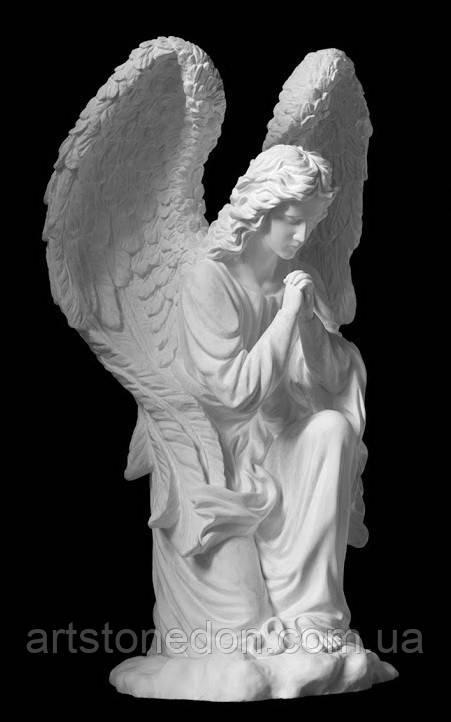 Надгробные статуи. Скульптура на могилу Ангел на колене из полимербетона 66 см, 77 см