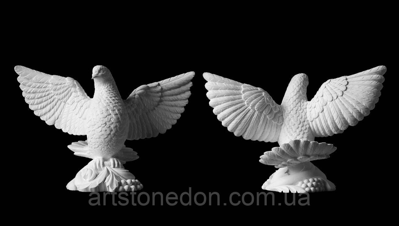 Голубь с расправленными крыльями из полимера