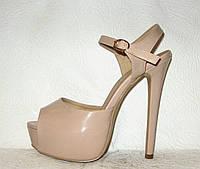 Босоножки на высоком каблуке стильные лаковые бежевые