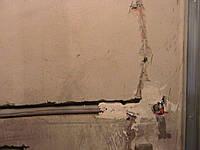 Штробление стен гипсолитовых под трубы