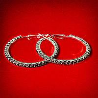 [45 мм] Серьги-кольца итальянский замок с черными стразами среднего размера светлый металл