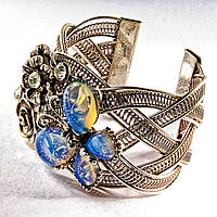 Браслет Лунный камень широкий скобка  металл Бабочка и цветы ажурные со стразами