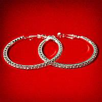 [55 мм] Серьги-кольца итальянский замок с белыми стразами среднего размера светлый металл