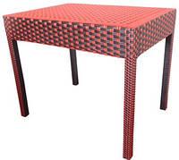 Стол на деревянной основе