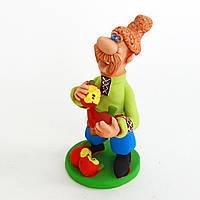 Глиняная статуэтка. Казак надкусывает яблоки. Украинский сувенир