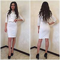Короткое женское платье с короткими рукавами
