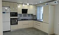 Кухня белая, бежевая, прямая, угловая, под окно, фото 1