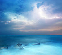 """Фотошпалери """"Блискавка в океані"""""""