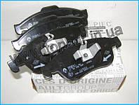 Тормозные колодки передние на Renault Duster  RENAULT ОРИГИНАЛ 410607115R