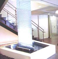 Открытый водопад по стеклу