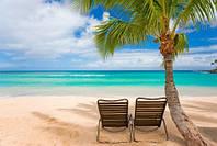 """Фотообои """"Лежаки на пляже"""", Фактурная текстура (холст, иней, декоративная штукатурка)"""