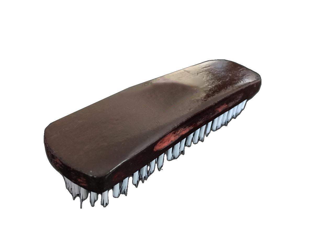 Щетка для обуви  коричневая лакированая, деревяная ручка,168 мм, с черно белой щетиной (18 мм)  W-7