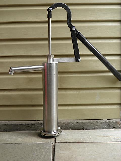Ручной насос для скважины. Ручной водяной насос.