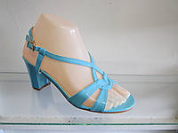 Босоножки женские лаковые на каблуке
