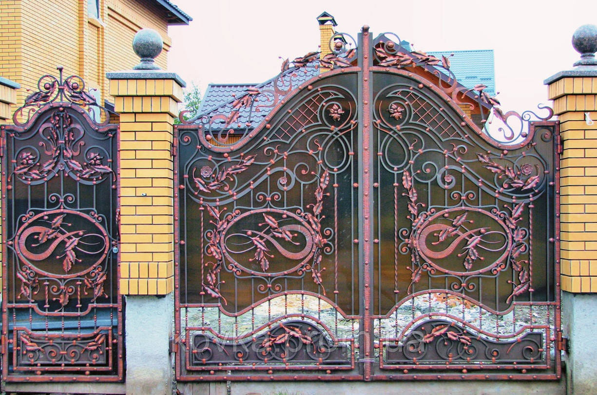 Кованые ворота с калиткой, с поликарбонатом, код: 01015